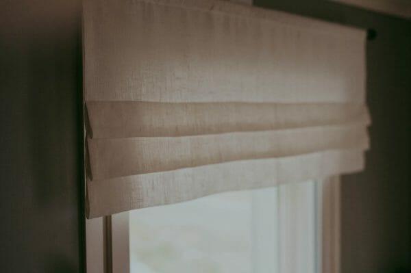 vit linnekappa med veck. Fuskhisskappa sydd i linne.