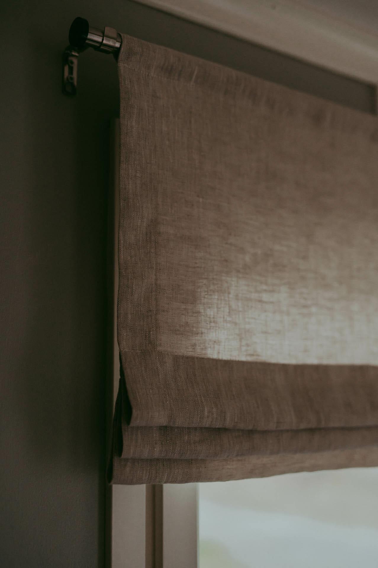 linnefärgad linnekappa med veck. Fuskhisskappa sydd i linne.